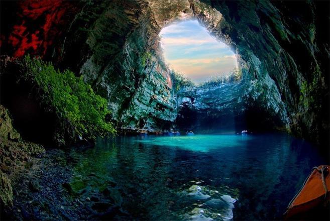 Подводное озеро Мелисани