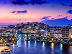 19_Agios-Nikolaos.-Agios-Nikolaos-is-a-picturesque-town-in-the-eastern-part-of-the-island-Crete-built-on-the-northwest-side-of-the-peaceful-bay-of-Mirabello.